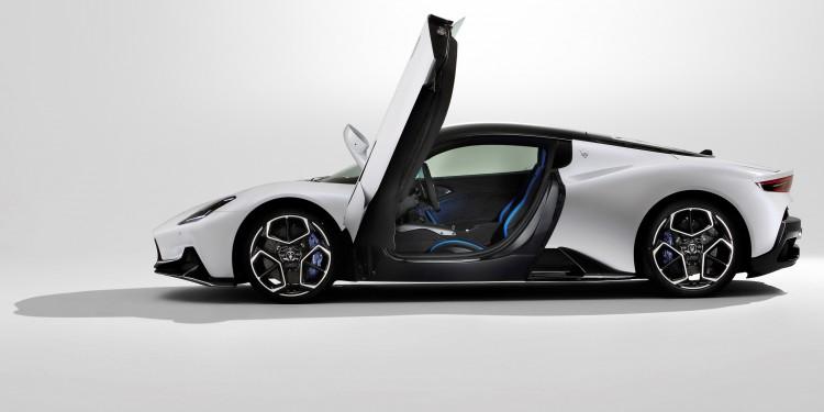 1 e 2 - Large-16856-MaseratiMC20  - Copia