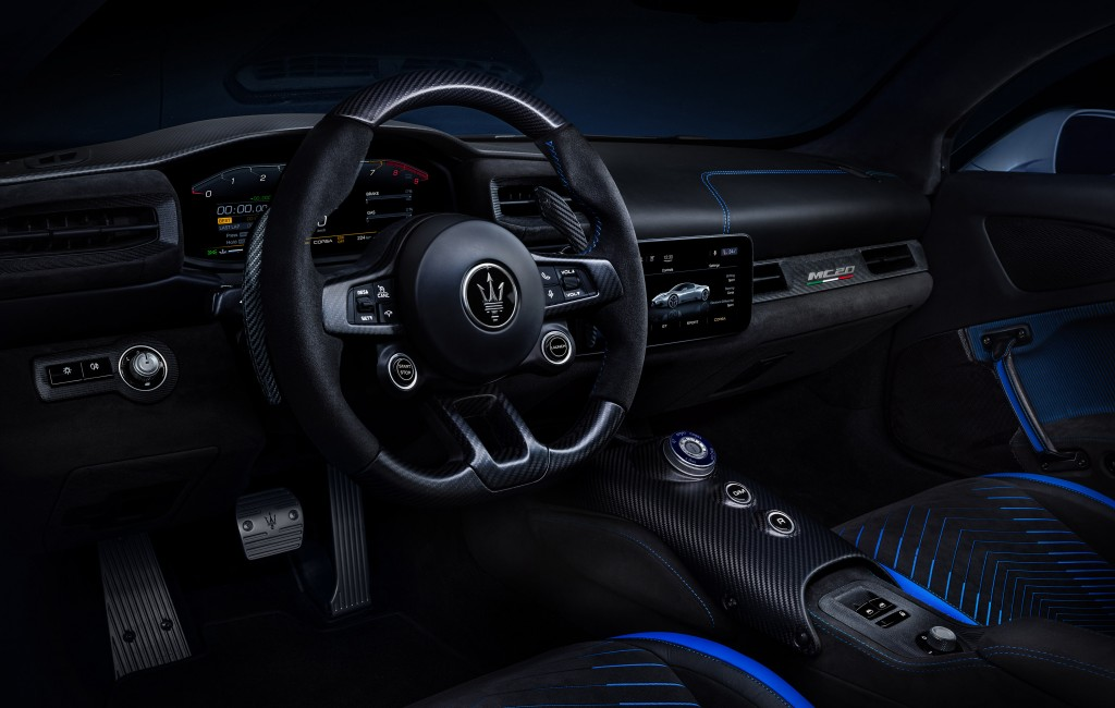 5 - Large-16827-MaseratiMC20-interior